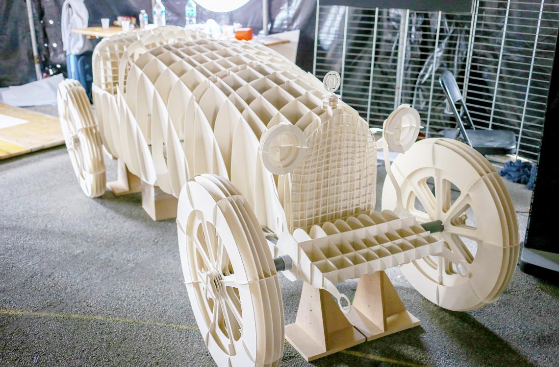 Bugatti 1932 en carton pulpé pour Fabrique Rennes par Nonitt Paper Sculptures
