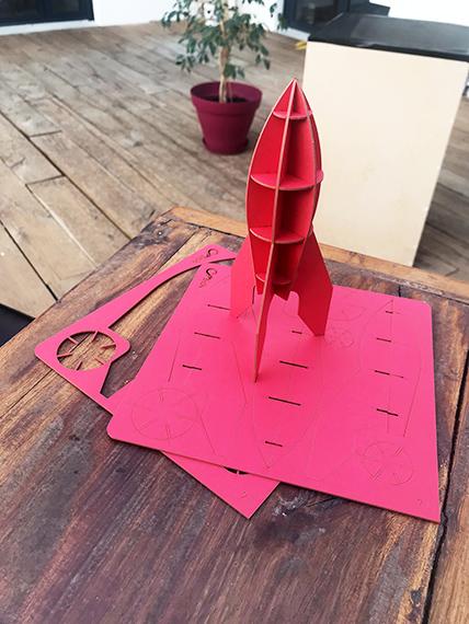 Goodies fusée rouge en kit carton compact par Nonitt Paper Sculptures