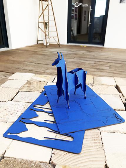 Goodies lame en kit carton compact bleu par Nonitt Paper Sculptures