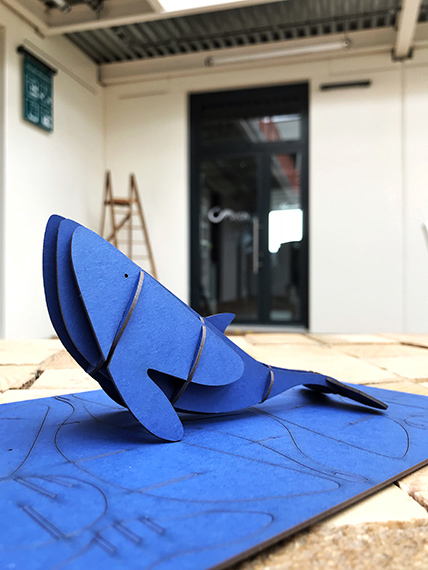 Goodies Baleine bleue en kit carton compact par Nonitt Paper Sculptures