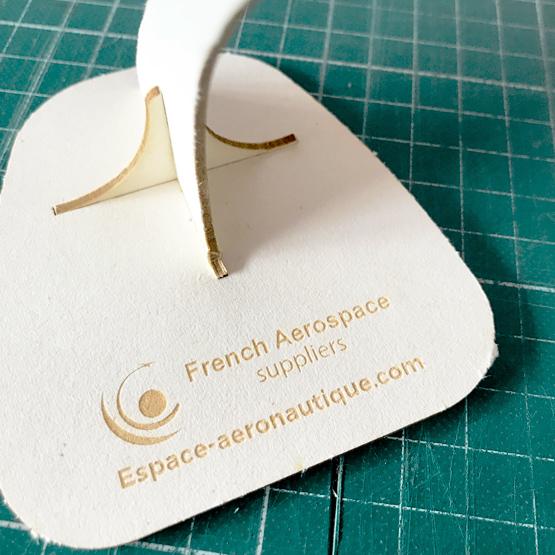 Gravure laser French aerospace sur carton pulpé par Nonitt Paper Sculptures