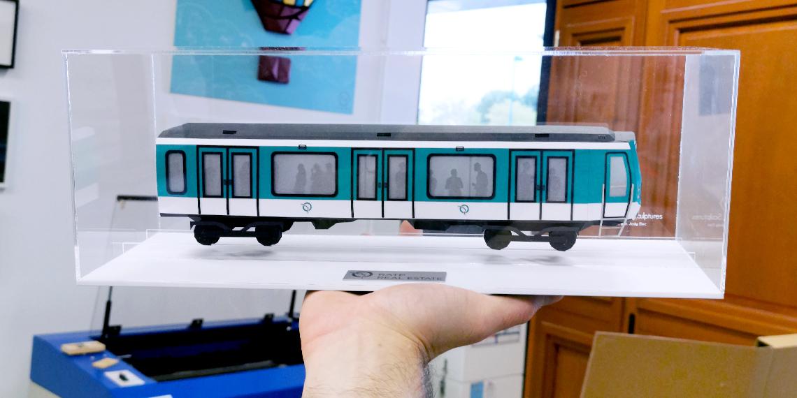 Trophée papier rame de métro RATP par Nonitt Paper Sculptures
