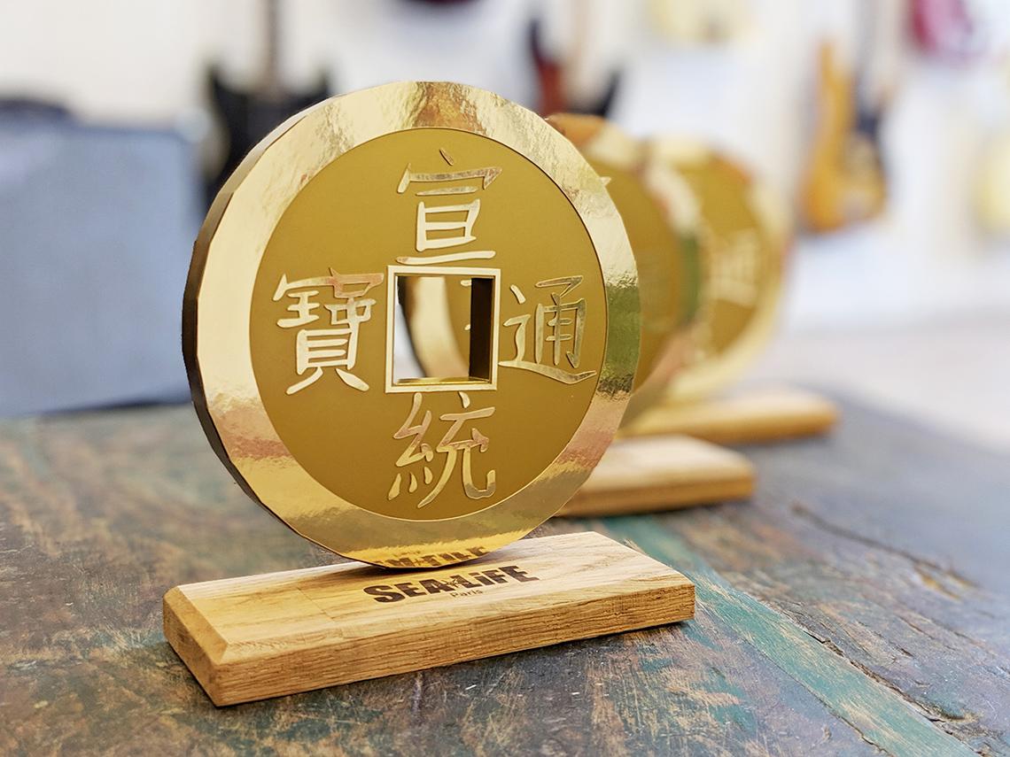 Trophée pièce de monnaie chinoise en papier par Nonitt Paper Sculptures