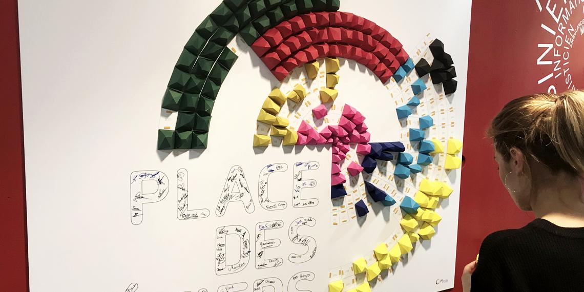Fresque participative en papier CCI Seine-et-Marne par Nonitt Paper Sculptures