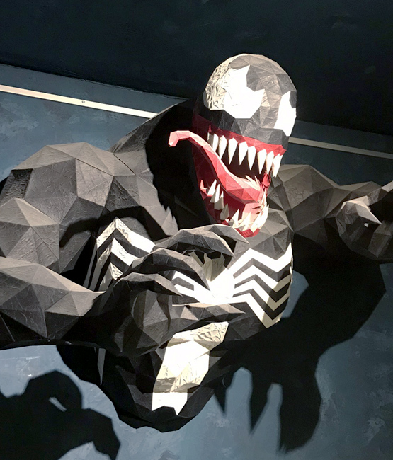 Sculpture Venom en papier, papercraft par Nonitt Paper Sculptures et DT Workshop